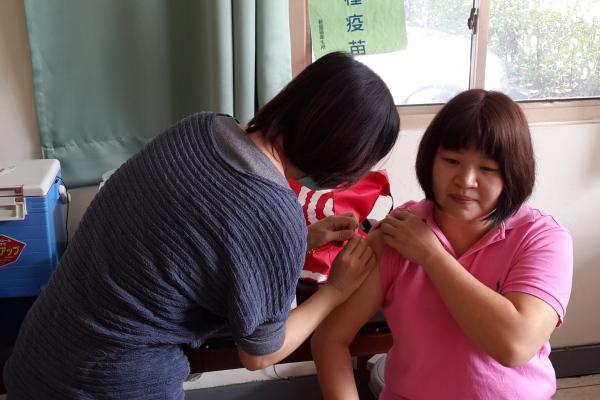 防範流感 新屋廠疫苗接種