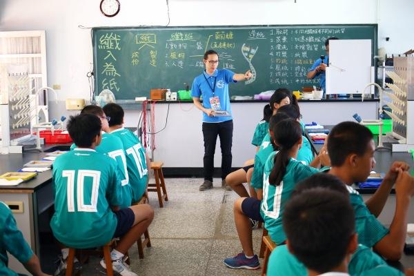 科普教育不能等 「纖入為紙」讓學生了解紙的化學原理