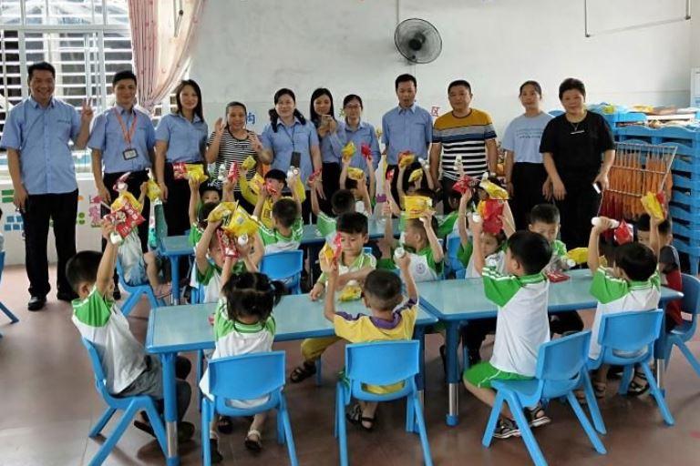 叮叮噹~「兒童節老公公」來了!鼎豐紙業為周邊幼兒園送上最美味的祝福