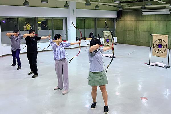 特色運動體驗 練體更練心的射箭